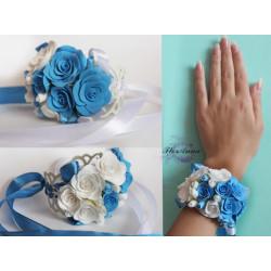 """""""Бело-голубые розы""""  браслет на руку с цветами из полимерной глины"""