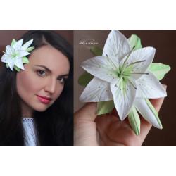 """""""Белая лилия с бутонами""""  заколка цветок ручной работы из полимерной глины"""