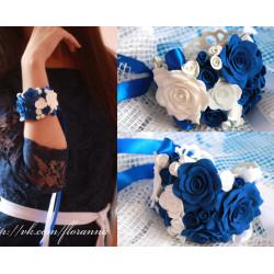"""Синий браслет с цветами ручной работы """"Бело-синие розы"""""""