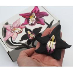 """Оригинальный подарок девушке, женщине. Заколка цветок """"Чёрная орхиде""""я в подарочной коробочке"""