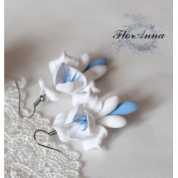"""""""Бело-голубые фрезии"""" серьги ручной работы  из полимерной глины"""