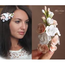 """""""Бело-персиковые розочки """" заколка для волос с цветами из полимерной глины"""