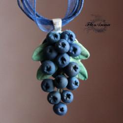"""""""Черника"""" синий кулон с ягодами"""