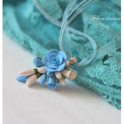 """""""Воздушный """" голубой кулон с розами из полимерной глины"""
