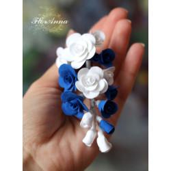 """""""Бело-синие розы """" заколка для волос с цветами"""