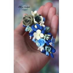 """""""Ветер""""  голубая заколка с цветами из полимерной глины."""