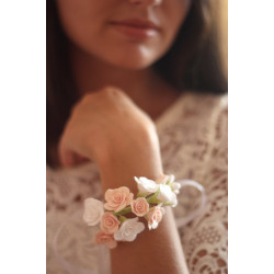 """""""Бело-персиковые розы""""  браслет с цветами для невесты или свидетельницы."""
