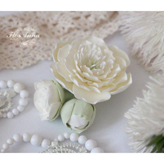 """Жемчуг"" свадебная заколка с пионами цвета айвори"