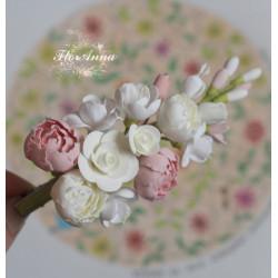 """""""Зефирно-карамельная нежность"""" заколка с цветами из полимерной глины. Подарок девушке"""