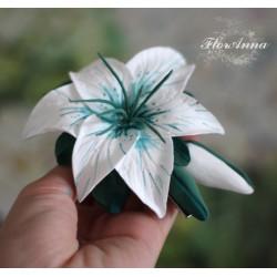 """""""Бело-изумрудная лилия с бутонами"""" крупная заколка цветок"""