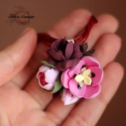 """""""Тюльпаны с пионом и фрезией"""" кулон с цветами"""