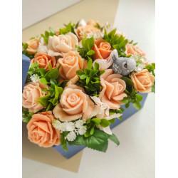 Букет из мыла ручной работы в квадратной коробке Персиковые розы. Подарок девушке