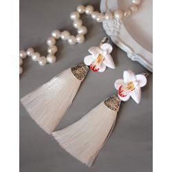 """""""Белые орхидеи с круглыми и острыми лепестками"""" белые серьги кисти"""